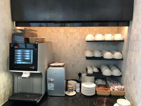 香港国際空港アメックスのセンチュリオンラウンジのコーヒーマシン
