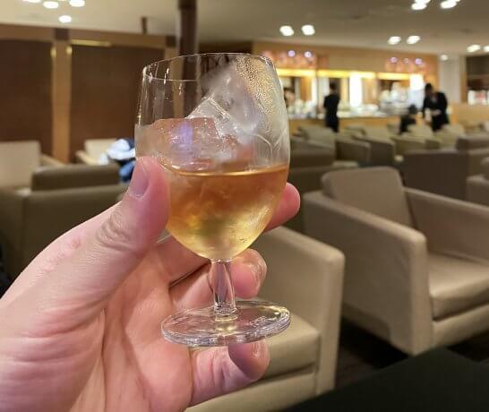 関空のKALラウンジの洋酒
