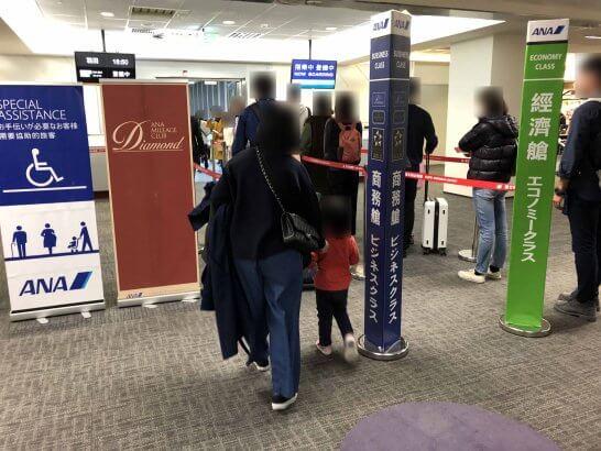 搭乗口での優先レーン(台湾の台北松山空港)