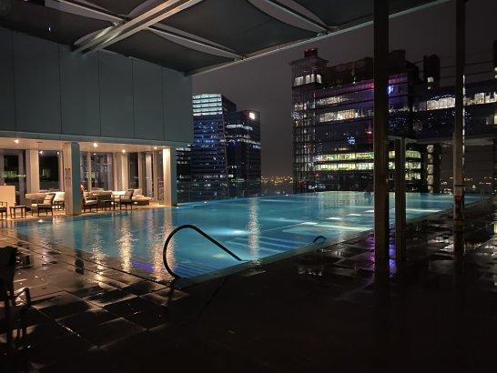 ウェスティン シンガポールのナイトプール
