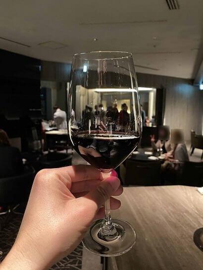 ANAインターコンチネンタル東京のラグジュアリーソーシャルアワーの赤ワイン