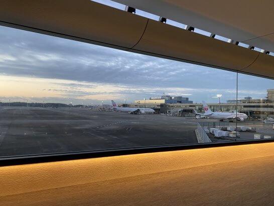 早朝の成田空港