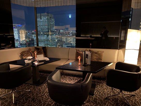 ANAインターコンチネンタルホテル東京のMIXXバーの窓際席