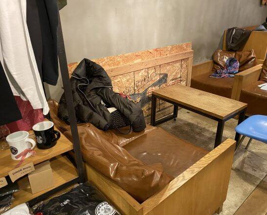 ストリーマーコーヒーカンパニーのソファー席