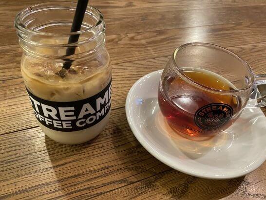 ストリーマーコーヒーのアイスカフェラテとラグジュアリーティー
