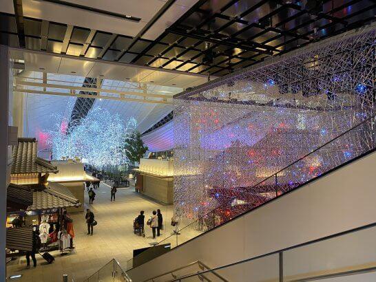 羽田空港国際線ターミナルのレストラン・ショッピングフロアへのエレベーター
