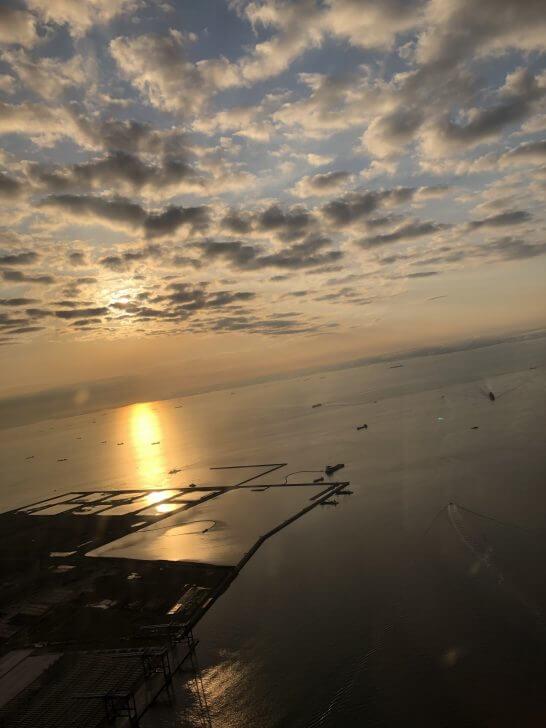 飛行機からの景色(美しい日の出)