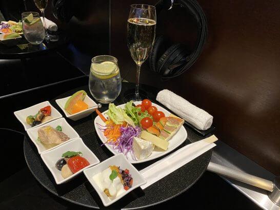 ANAスイートラウンジ(羽田)のシャンパン・前菜・フルーツ類