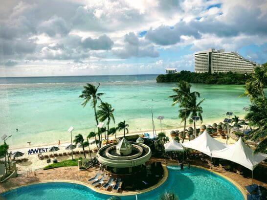 グアムのプールとビーチ(ウェスティンホテル)