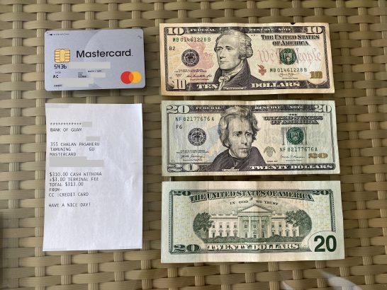 海外ATMで引き出した米ドル紙幣とアコムACマスターカード、利用明細