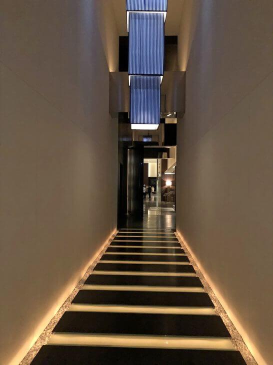 コンラッド東京のチャイナ・ブルーへの廊下
