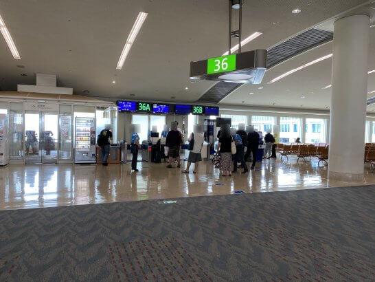 ANA上級会員・プレミアムクラス搭乗者の振替の手続きの列