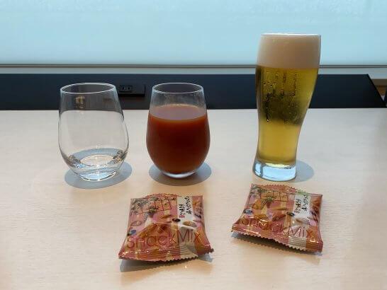 ANAラウンジ国内線のお菓子・ビール・トマトジュース・日本酒