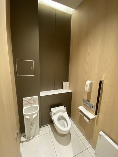 那覇空港ANAラウンジの大トイレの中
