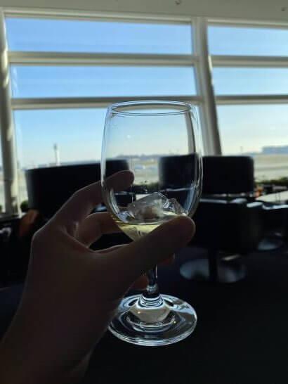 羽田空港ANAスイートラウンジで飲むウイスキー