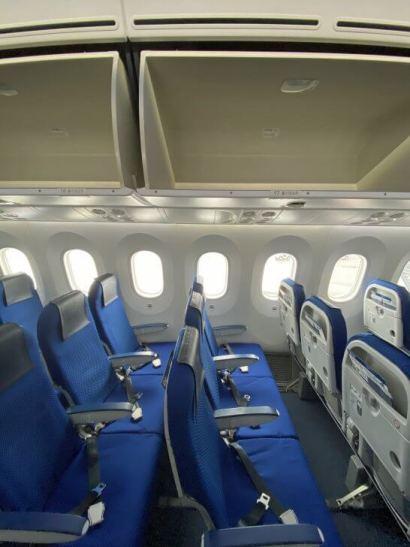 優先搭乗でがら空きの機内
