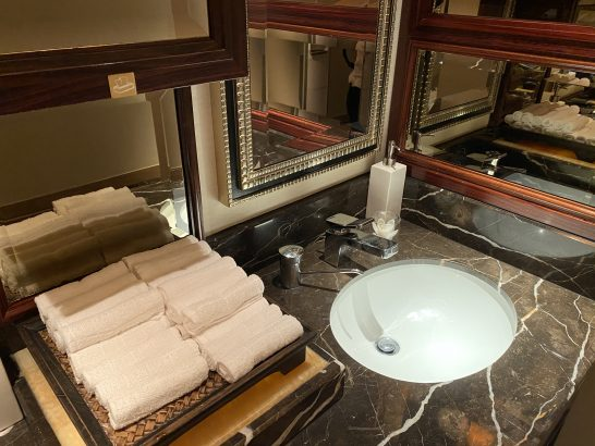 シャングリ・ラホテル東京のトイレのタオル・ハンドクリーム