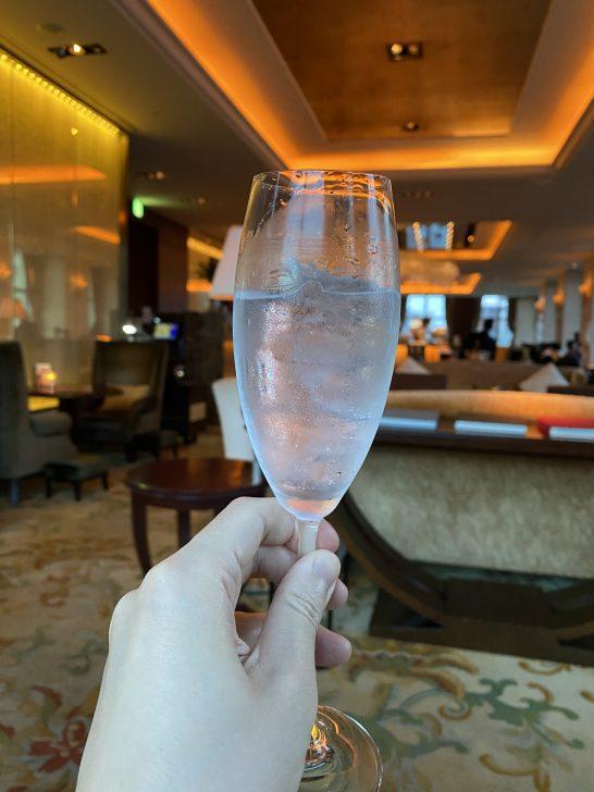 シャングリ・ラ ホテル東京のラグジュアリーラウンジアワーでのウォッカリッキー
