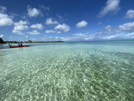 グアムの透き通った海