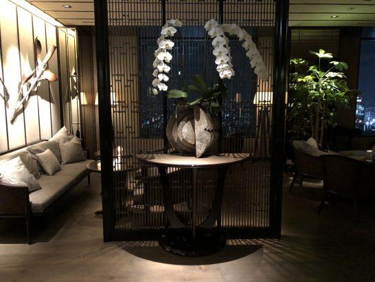 ザ・リッツ・カールトン東京の入り口の蘭