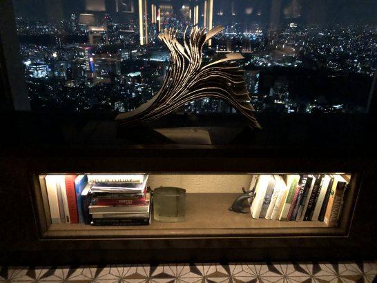 ザ・リッツ・カールトン東京のクラブラウンジのライブラリーゾーンの夜景