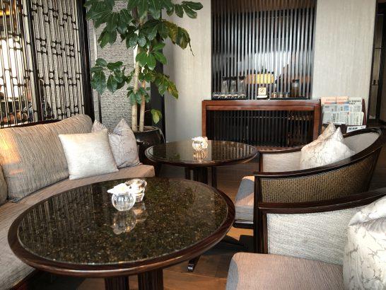 ザ・リッツ・カールトン東京のクラブラウンジのガーデンテラスの席からの青空ガーデンテラスの席