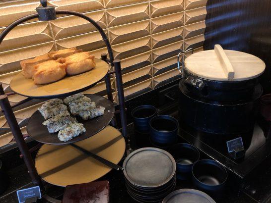 稲荷寿司、チラシ寿司、味噌汁