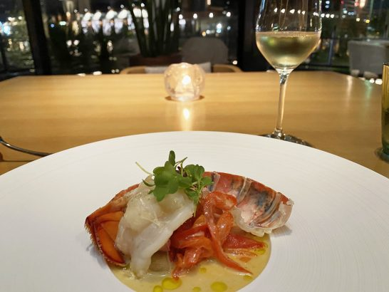 インターコンチネンタル横浜Pier8 Larboardのロブスター料理と白ワイン