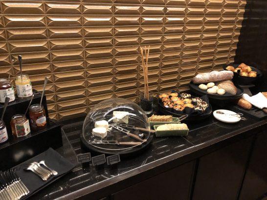 ザ・リッツ・カールトン東京のクラブラウンジのスイーツ&コーディアルのチーズ・パン