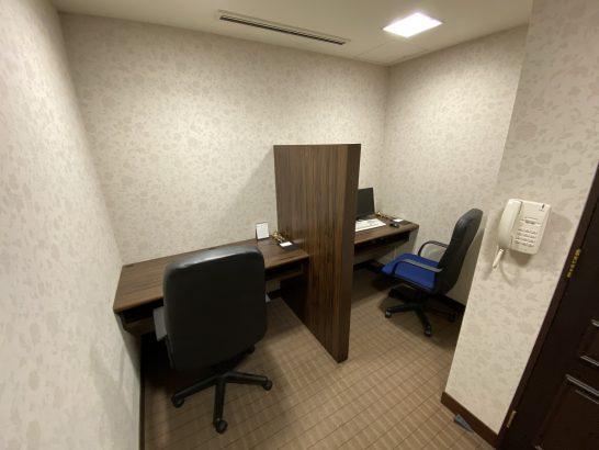ウェスティンホテル大阪のエグゼクティブクラブラウンジの作業ルーム