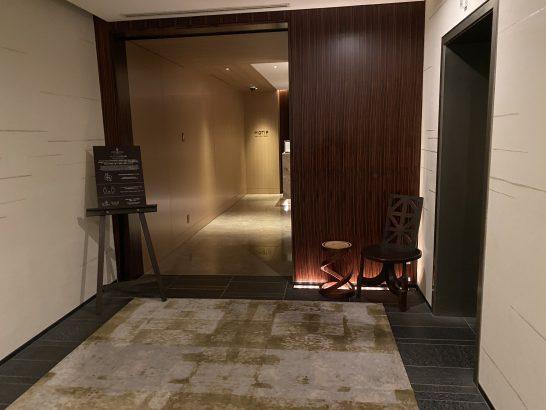 フォーシーズンズホテル丸の内 東京のMOTIFの入り口