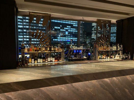フォーシーズンズホテル丸の内 東京のMOTIFのバーカウンター