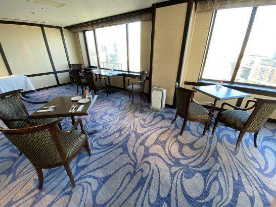 ウェスティンホテル大阪のエグゼクティブクラブラウンジのテーブル席