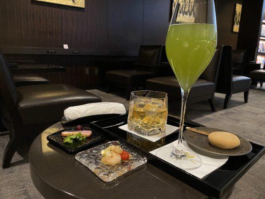 JALファーストクラスラウンジ成田の鴨・蝦・山崎12年・緑茶・和菓子