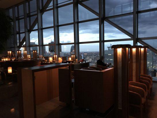 パークハイアット東京のピークバー(日が落ちる時間帯)