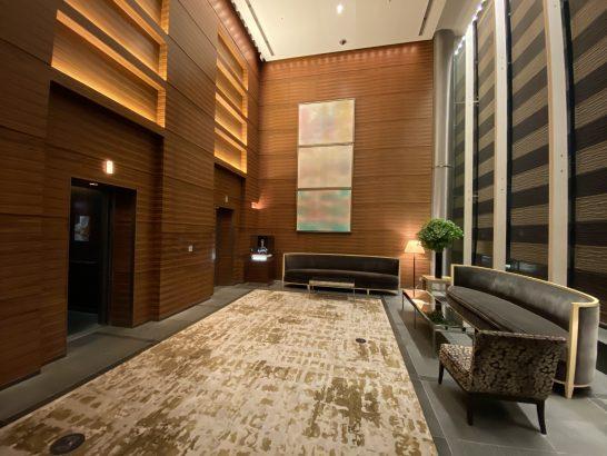 フォーシーズンズホテル丸の内 東京の1Fエレベーターホール