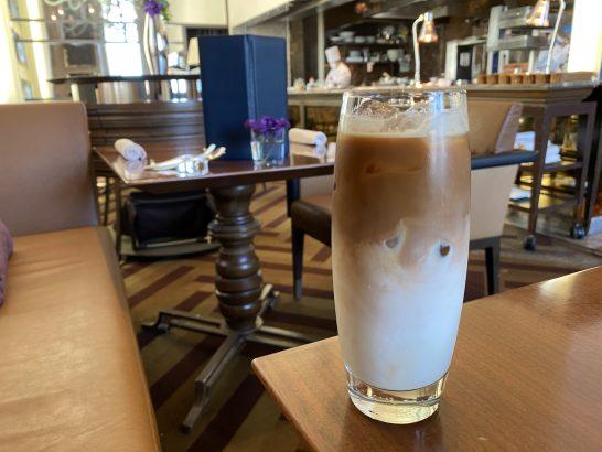 セントレジス大阪の朝食のアイスカフェラテ