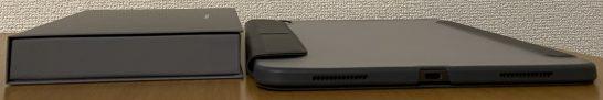 アメックスプラチナの箱とiPad Proの太さの比較
