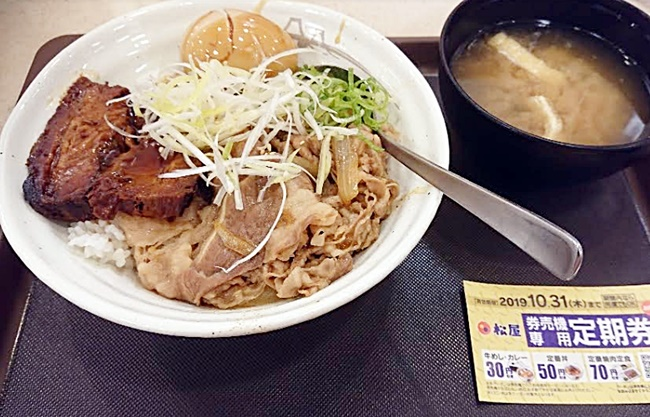 松屋「牛と味玉の豚角煮丼」2019年9月10日実物