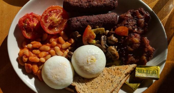 Full veggie breakfast at Iydea
