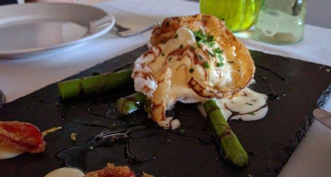 Rico Libre: poached duck egg, asparagus and hollandaise