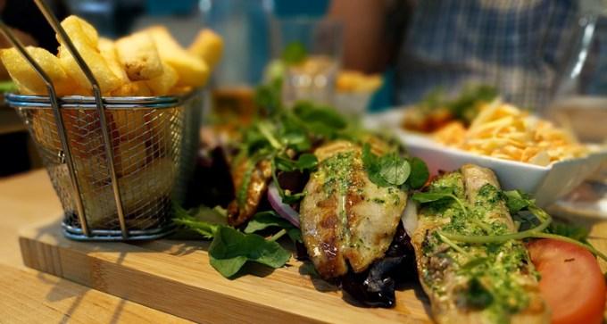 Mackerel fillets with garlic pesto