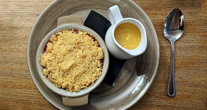 Winter-berry crumble