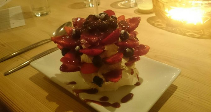 on-the-rocks-pavlova