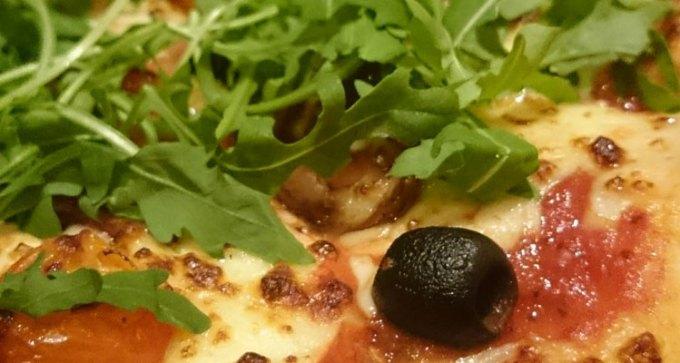 'Heavenly Veg' pizza on deep pan