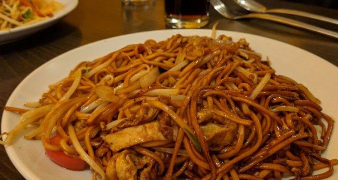 Chicken chow mein, Yan Woo