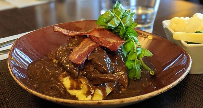 Lamb's liver and crispy bacon