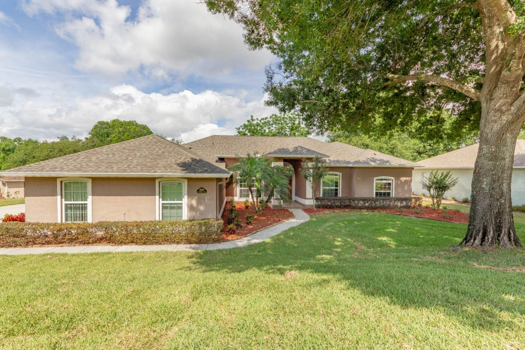 Front of 16208 Arrowhead Trl Clermont, FL