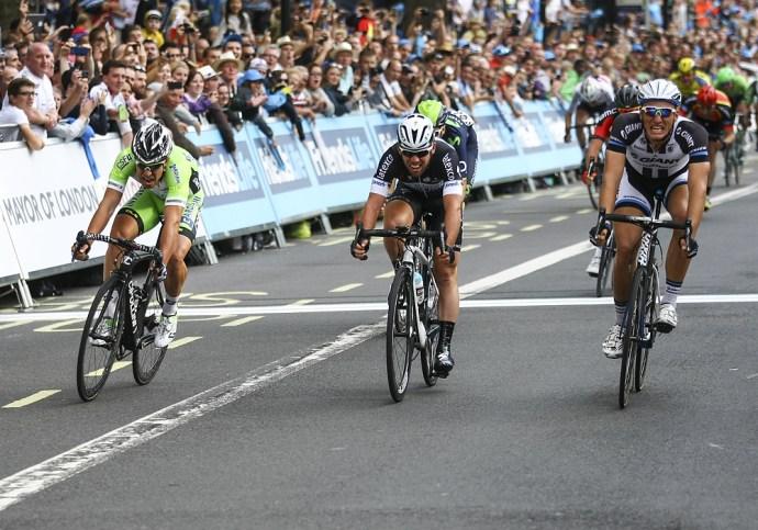 A photo finish which saw Marcel Kittel narrowly beat Mark Cavendish