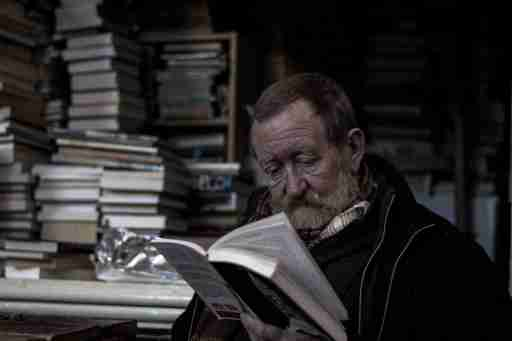 old_man_reading